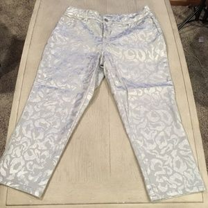 Chico's size 1 Platinum Denim Ultimate Fit (size 8